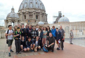 Les Pèlerins sur le toit de la basilique saint Pierre